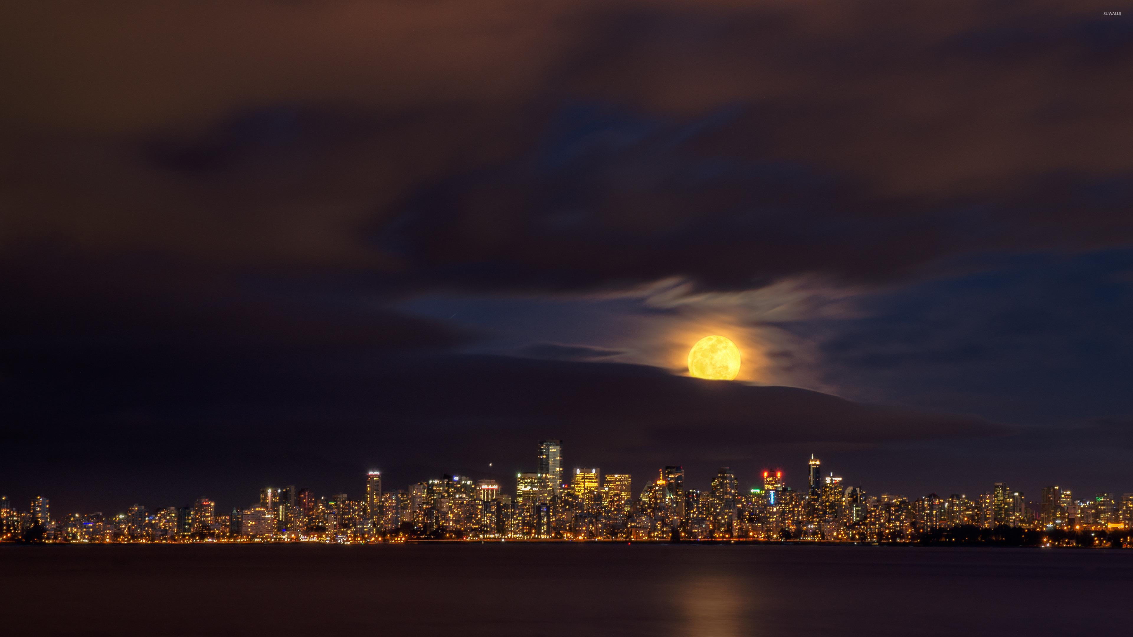 луна над городом  № 1456809 загрузить