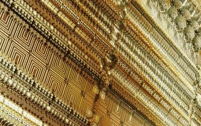 Golden fractal shapes wallpaper