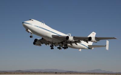 Boeing 747 taking off wallpaper