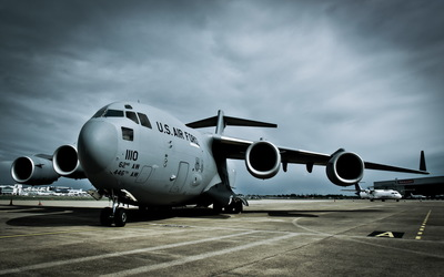Boeing C-17A Globemaster III in the airport wallpaper