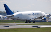 Boeing Dreamlifter taking off wallpaper 2560x1440 jpg