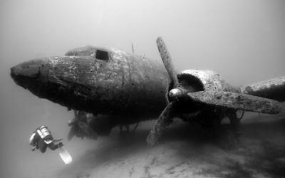 Douglas C-47 Skytrain underwater wallpaper