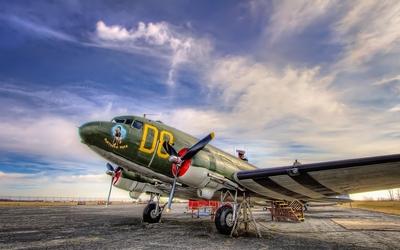 Douglas DC-3 parked for visitors Wallpaper