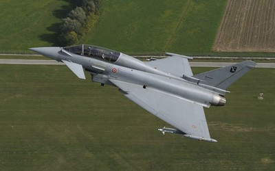 Eurofighter Typhoon ascending wallpaper