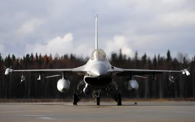 General Dynamics F-16 Fighting Falcon [27] wallpaper