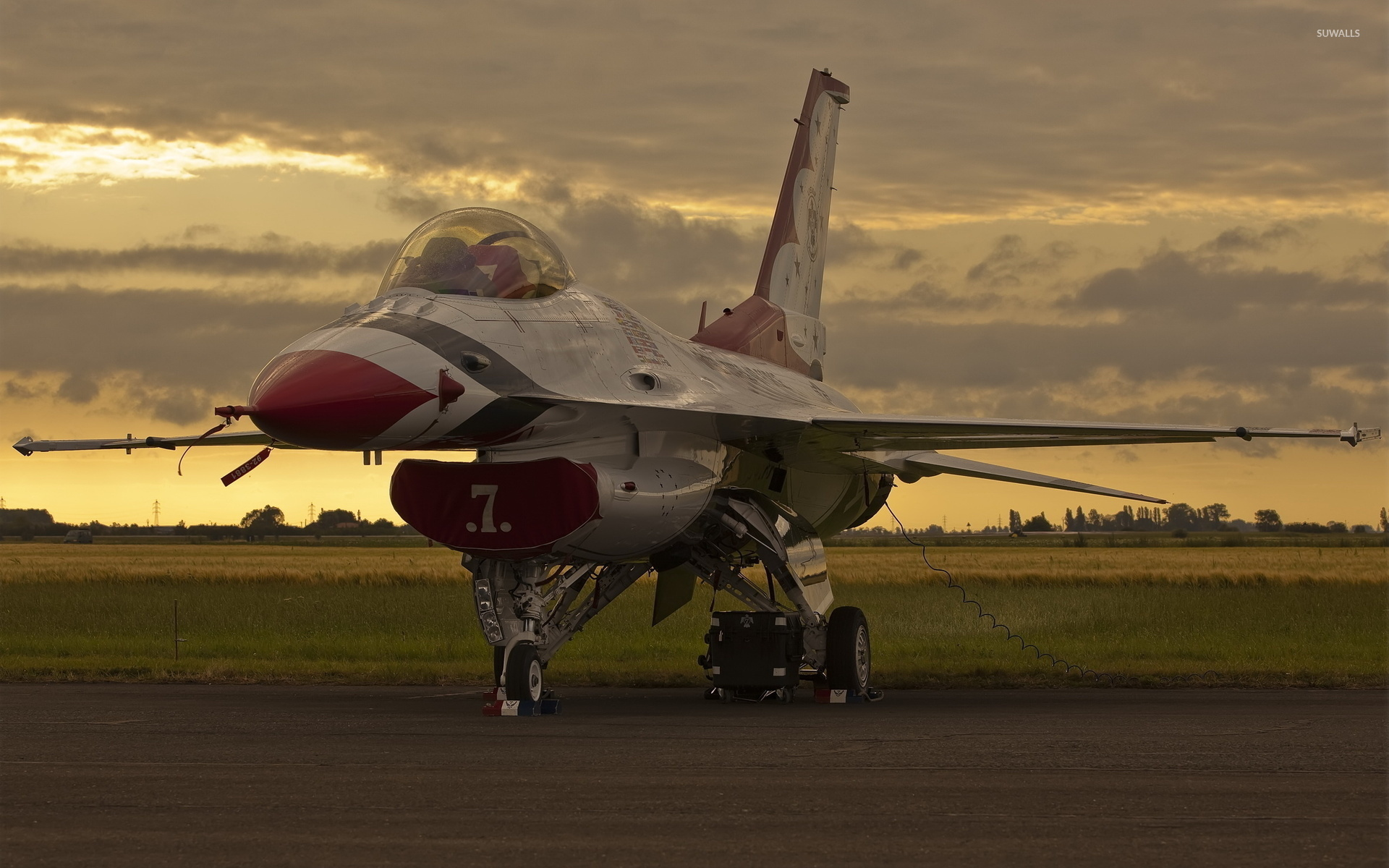 General Dynamics F-16 Fighting Falcon At Sunset Wallpaper