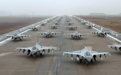General Dynamics F-16 Fighting Falcon lot wallpaper