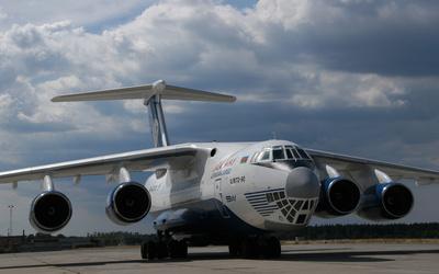 Ilyushin Il-76 on airport track wallpaper