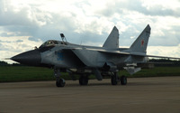Mikoyan MiG-31 preparing to take off wallpaper 2880x1800 jpg
