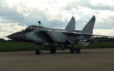Mikoyan MiG-31 preparing to take off wallpaper