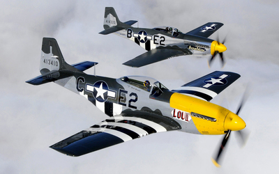 North American P-51 Mustang flying in tandem wallpaper