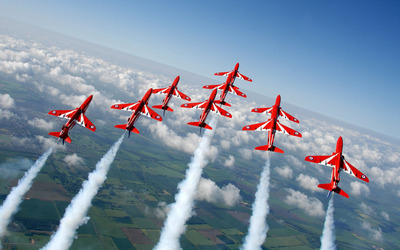 Red Arrows in formation wallpaper