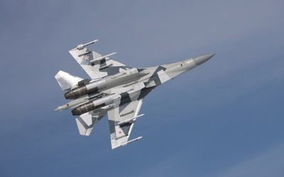 Sukhoi Su-35 with rockets view from under wallpaper