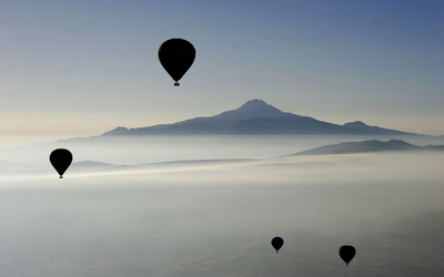 Hot Air balloons in the sky wallpaper