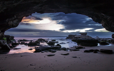 Amazing beach cave Wallpaper