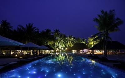 Beautiful night in a Maldives resort wallpaper