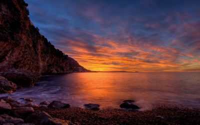 Beautiful sunset over the rocky shore wallpaper