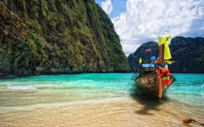 Boat on a Thailand beach wallpaper