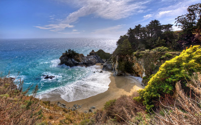 Bright sun warming Julia Pfeiffer Burns State Park Wallpaper