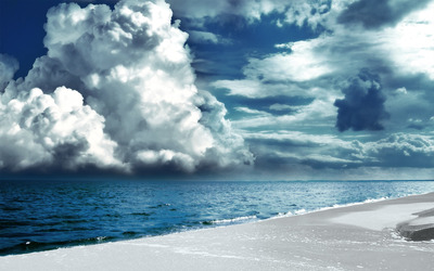 Clouds brewing above the ocean wallpaper