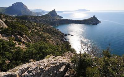 Crimean shore to the Black Sea wallpaper