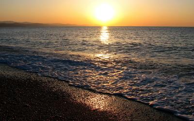 Foamy ocean at sunset wallpaper