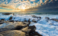 Foamy waves splashing in the rocky shore wallpaper 3840x2160 jpg