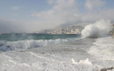 Foamy waves splashing on the dam wallpaper