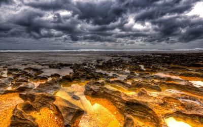 Golden rocks on the beach wallpaper