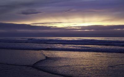 Golden sunset light above the fuzzy ocean clouds wallpaper