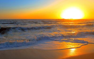 Golden sunset over the waves wallpaper