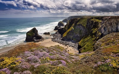 Hidden small beach in Cornwall wallpaper