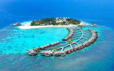 Island resort in Maldives wallpaper