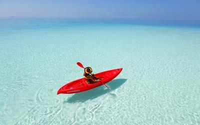 Kayaking the Maldives wallpaper