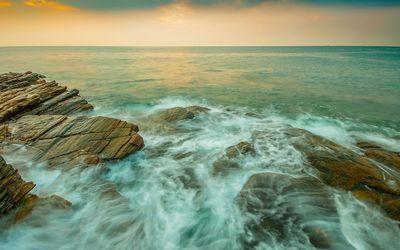 Rocky seascape wallpaper