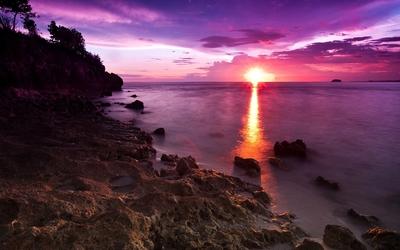 Sunset light merging with the ocean wallpaper