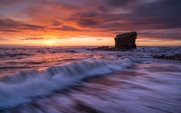 Waves splashing on stone pillar wallpaper 2560x1440 jpg