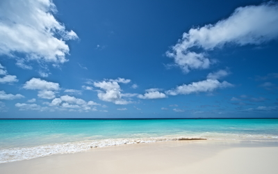 White sandy beach to the ocean Wallpaper