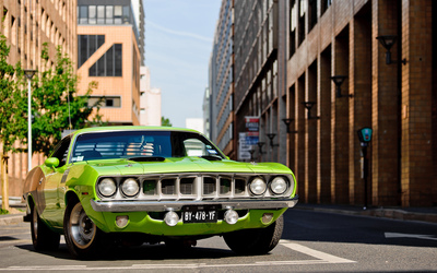 1971 Plymouth Barracuda in the city wallpaper