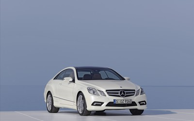 2010 Mercedes-Benz E-Class Coupe wallpaper