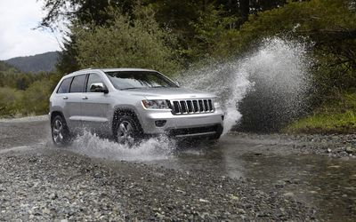 2011 Jeep Grand Cherokee crossing through a small river wallpaper