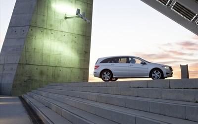 2011 Mercedes-Benz R-Class wallpaper