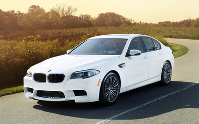 2012 BMW M5 front side view wallpaper