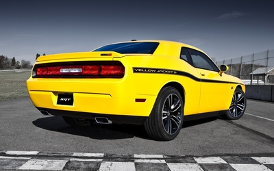 2012 Dodge Challenger SRT8 wallpaper