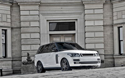 2013 A Kahn Design Land Rover Range Rover in front of a mansion wallpaper