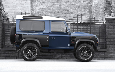 2013 Blue Land Rover Defender side view wallpaper