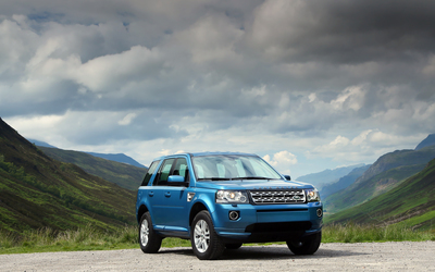 2013 Blue Land Rover Freelander front side wallpaper