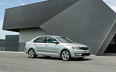 2013 Skoda Rapid side view wallpaper