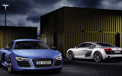 2013 white and blue Audi R8 V10 Plus wallpaper