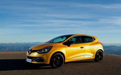 2013 Yellow Renault Clio RS 200 side view wallpaper
